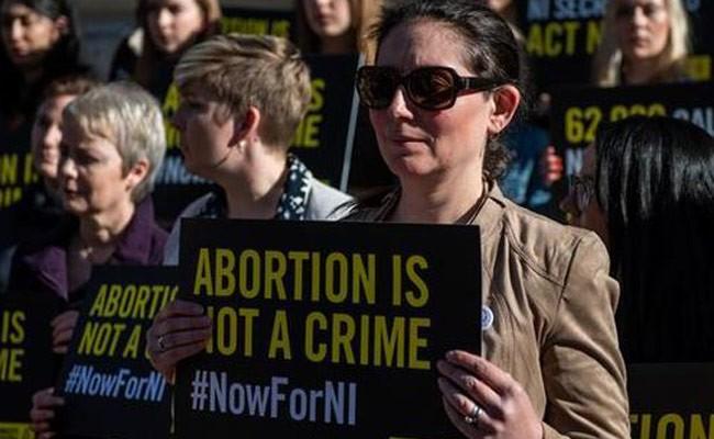 В Северной Ирландии легализовали аборты и однополые браки