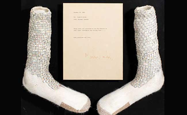 Озвучена цена носков Майкла Джексона для «лунной походки»