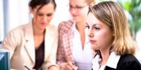 Женщины столкнулись с проблемами на работе из-за внешности