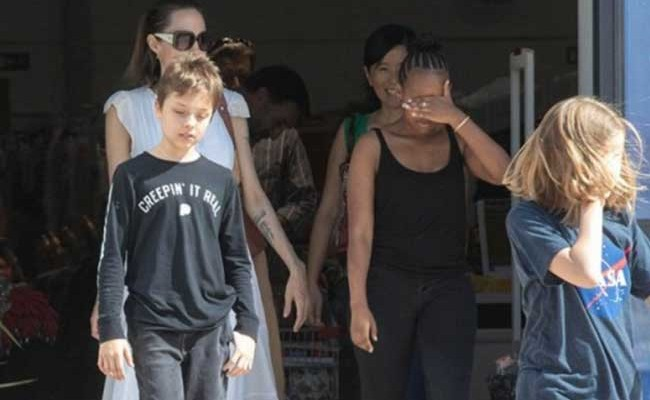 Испания: Анджелина Джоли приехала на Канарские острова