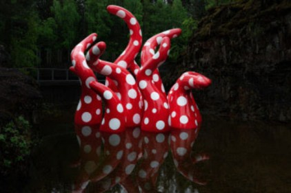 В Норвегии появились «щупальца» знаменитой японской художницы