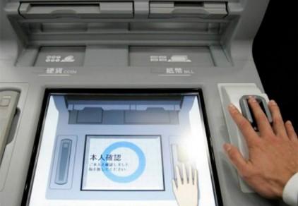 Японцы смогут снимать деньги с помощью ладони