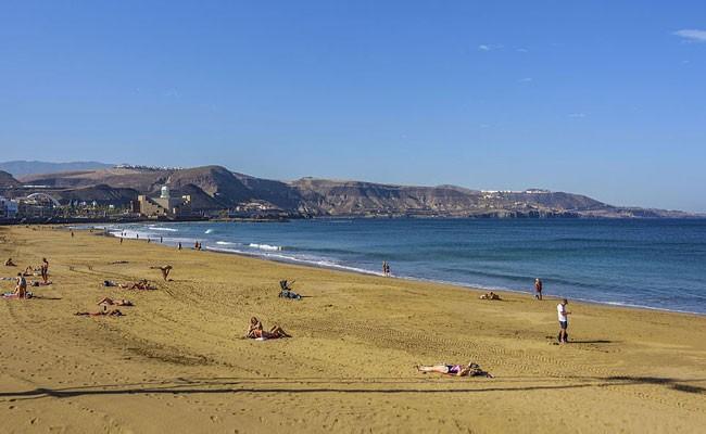 Лас-Кантерас признан лучшим пляжем для семейного отдыха в Испании