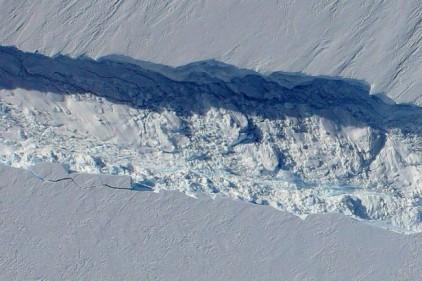 Дрон снял огромную трещину в Антарктиде