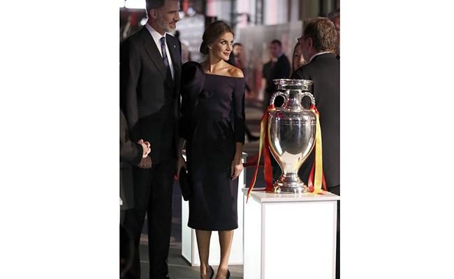 Испания: королева Летисия оценила Delpozo