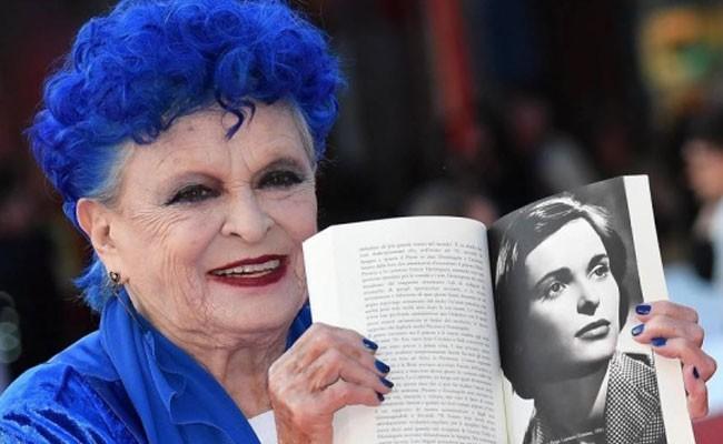 Итальянская актриса Лючия Бозе умерла от вируса COVID-19