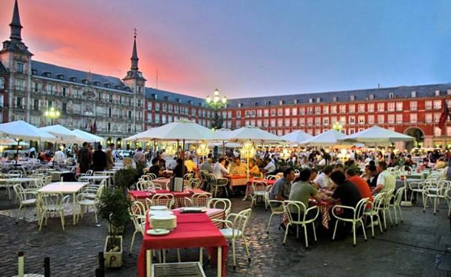 Испанцы в среднем потратят 450 евро на отдых в Страстную неделю