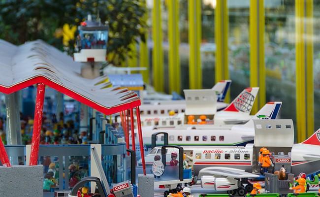 Испания: в аэропорту Мадрида проходит выставка конструктора