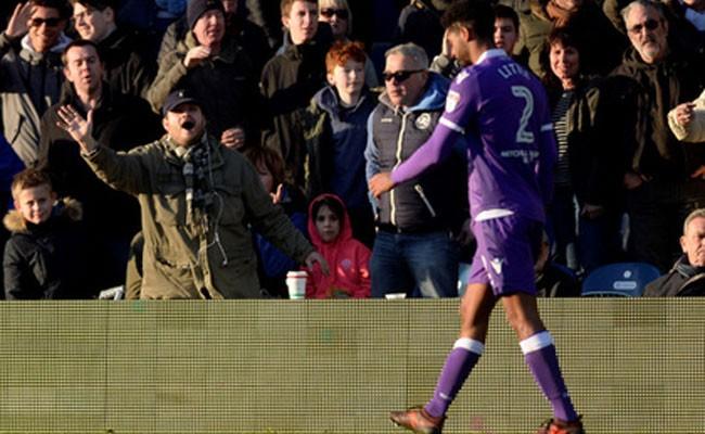 Футболист подарил фанату куртку и забыл в ней обручальное кольцо
