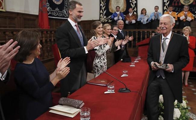 Испания: Эдуардо Мендоса получил премию Сервантеса