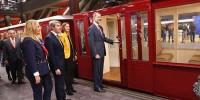Испанский король прокатился в метро Мадрида