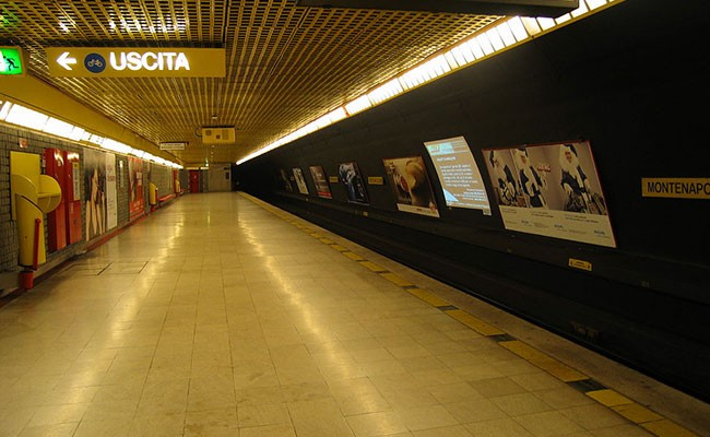 Италия: ребенок упал на рельсы метро