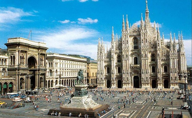 Италия: Миланский Дуомо украсят прожекторы