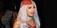 В Вашингтонском музее выставят «мясное платье» Lady Gaga