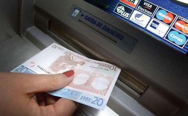 Португалия: банковские карты больше не нужны