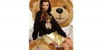 Италия: Moschino украсил платье плюшевым мишкой
