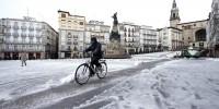 Испания: из-за снегопада остановились сотни машин
