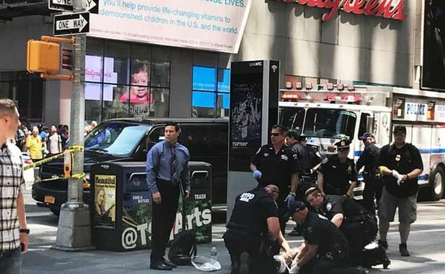 Автомобиль протаранил людей в Нью-Йорке