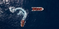 Италия: судно Open Arms с мигрантами причалило к Лампедузе