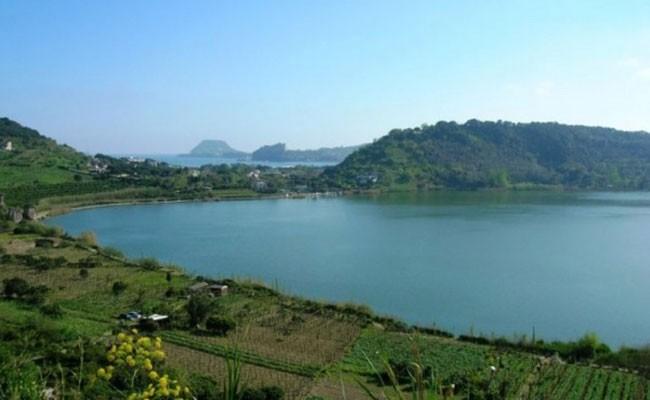 Италия: озеро Аверно вновь доступно для туристов
