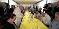 Италия: Папа Франциск разделил трапезу с заключенными
