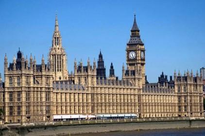 Автомобиль врезался в забор рядом с британским парламентом