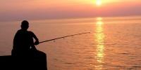 Италия: полицейский был пойман в рабочее время на рыбалке