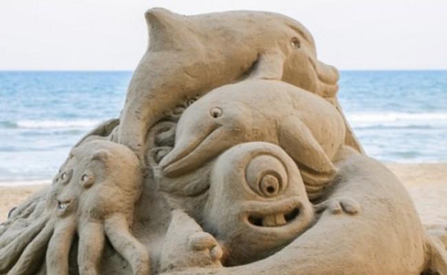 Италия: выставка скульптур из песка на Набережной Караччоло