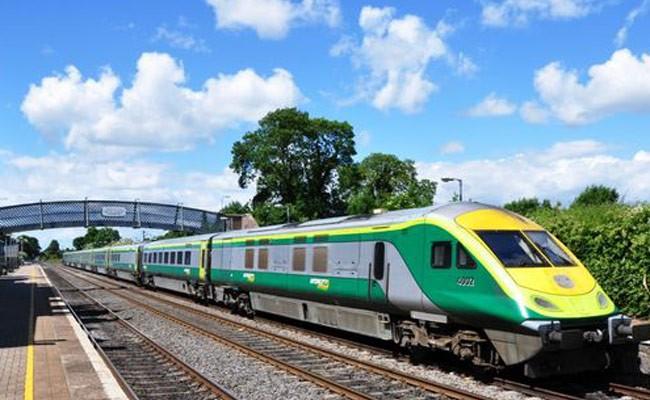 Родившийся в поезде ребенок получил проездной на 25 лет