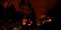 В Португалии из-за лесных пожаров эвакуировали три поселка