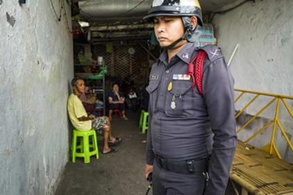 В таиландскую деревню направили полицию для защиты от призрака