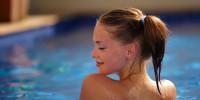 Испания: в Лириде официально разрешили купаться в бассейнах топлесс