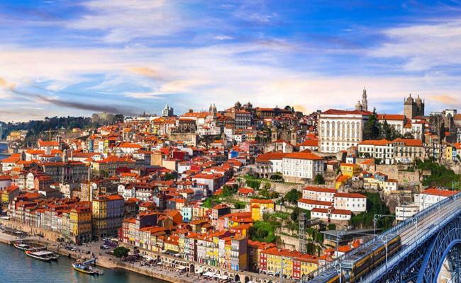 Иностранцы начали отменять сделки с недвижимостью в Порту и Лиссабоне