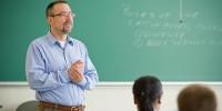 Испании нужно 45 000 молодых учителей