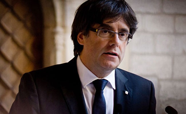 Испания не стала отменять ордер на арест Пучдемона
