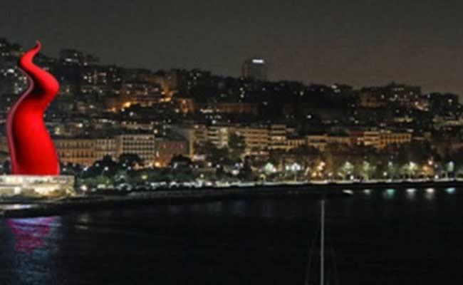 Италия: на набережной Неаполя появится огромный красный рог