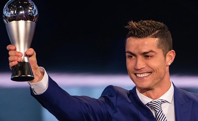 Португалец Роналду стал лучшим игроком 2016 года по версии ФИФА