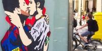 В Испании появился рисунок целующегося с Роналду Месси