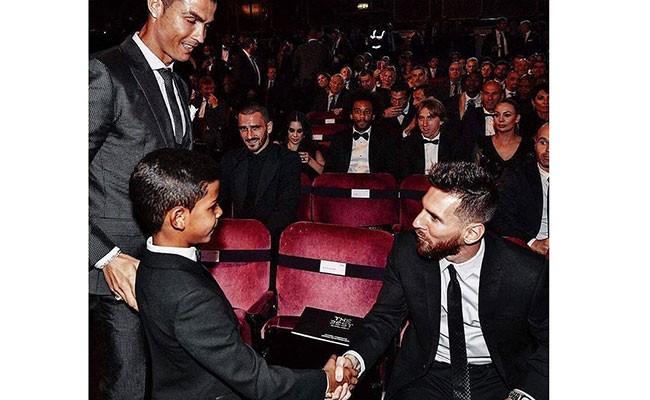 Португалия: сын Роналду назвал Месси своим кумиром
