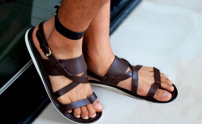 Мужчин перестанут высмеивать за сандалии