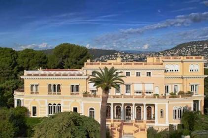 Во Франции продали самое дорогое поместье в мире