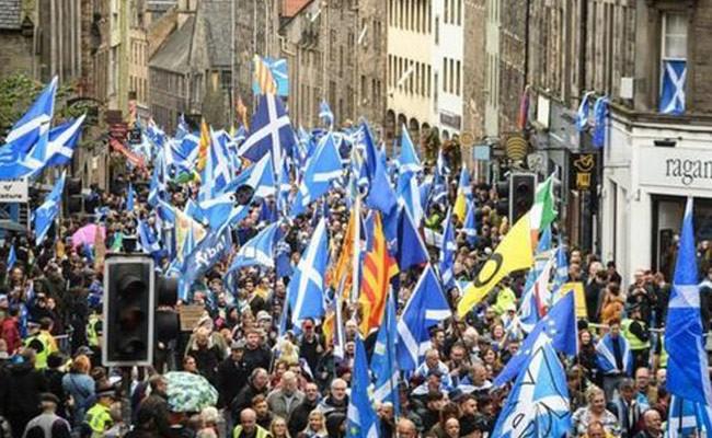 Шотландцы требуют независимости