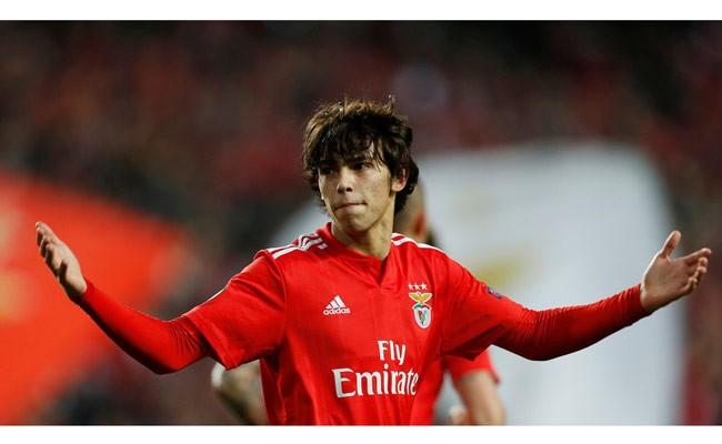 Португальский футболист стал самым молодым автором хет-трика в ЛЕ