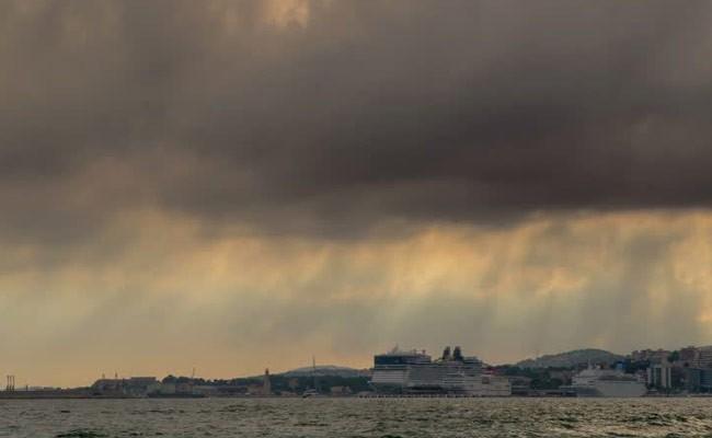 Сильный шторм обрушился на популярный испанский курорт