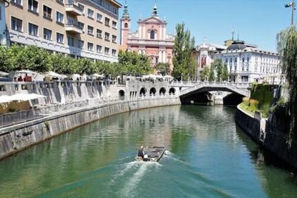 Жителям Словении выдадут по 200 евро на отдых внутри страны