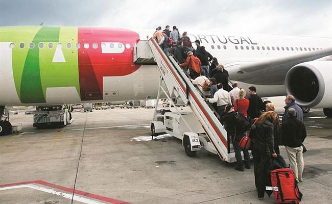 Португалия намерена отменить ограничение на число пассажиров в самолетах