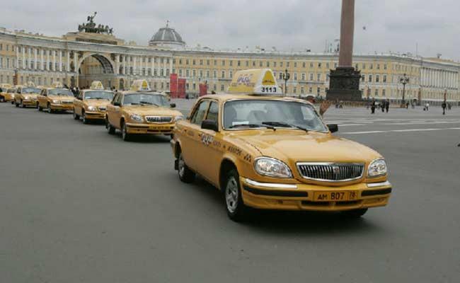 В Петербурге таксист вернул забытую сумку с бриллиантами