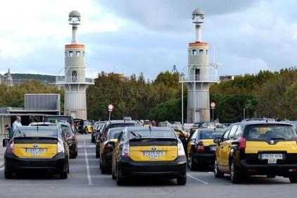 Испания: таксисты блокировали автомобильное движение
