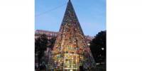 Италия: в Генуе установили уникальную вязаную елку