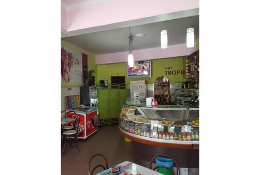 Trespasse Café. Amadora, Encosta do Sol. Большое красивое кафе.